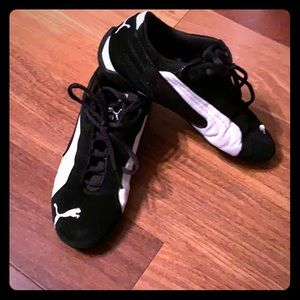 Classic Puma sneakers 7.5 black and white